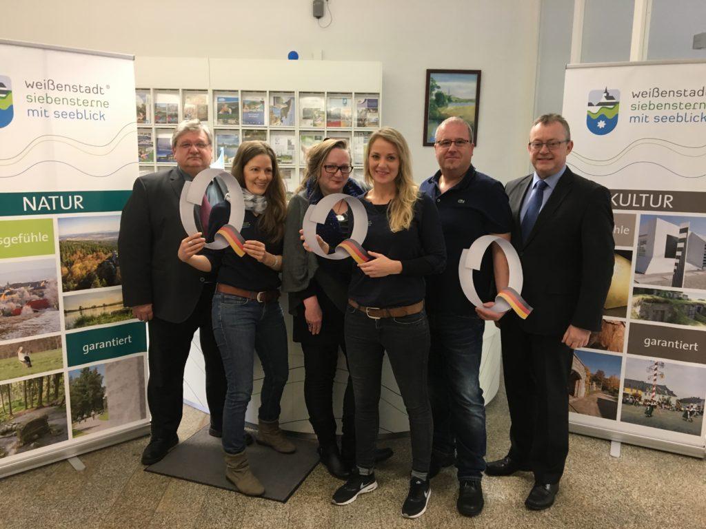 Das Team der Tourist-Informatiuon Weißenstadt mit Bürgermeister und Geschäftsführer